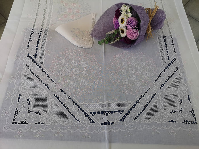 Museal tablecloth x12 in pure linen with Intaglio embroidery and Full Stitch in silk thread by hand - Linen