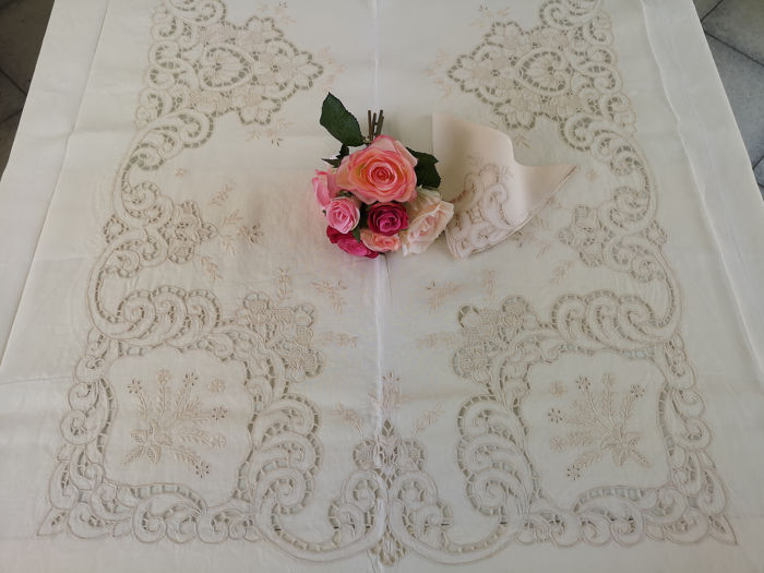 Charming x12 tablecloth in pure linen with Intaglio embroidery and Hand-Filled Stitch - Linen