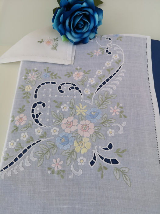 Rich x12 tablecloth in pure linen with Intaglio embroidery and Hand-Filled Stitch - Linen