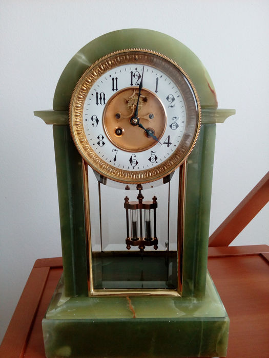 Tabletop clock - Onyx - Late 19th century