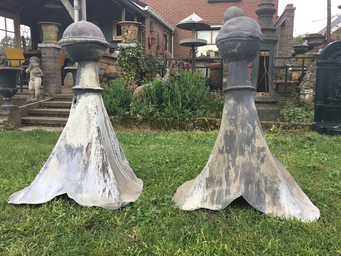 A set of large roof pinnacles - 80 cm - Lead - late 19th century