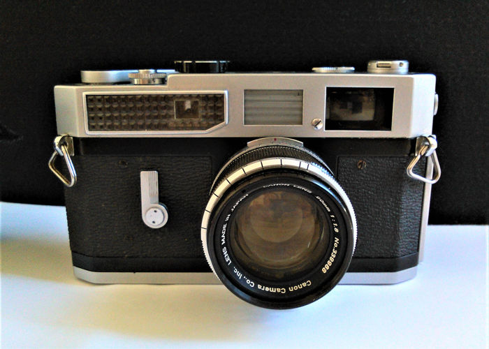Canon model 7 rangefinder camera with Canon 50mm f:1,8 lens