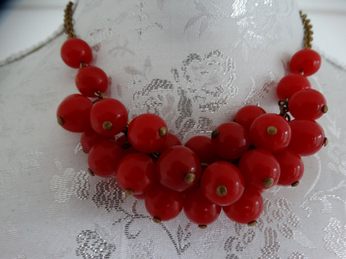 Baquelita / metal - Art Deco Cherry Bakelite collar