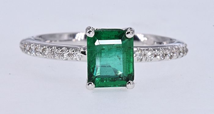 18 kt. White gold - Ring - 1.49 ct Emerald - Diamonds