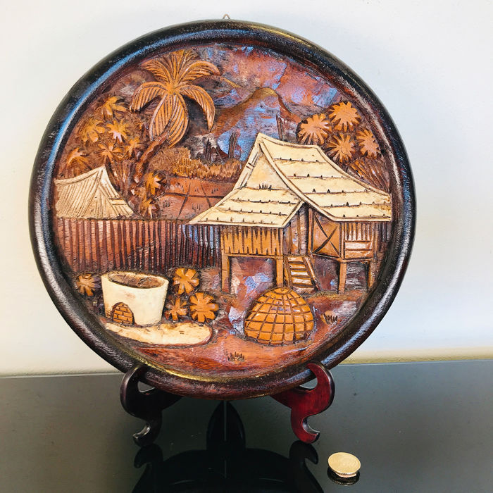 Beautiful round Balinese tableau with a village view - 30 cm in diameter - Madera