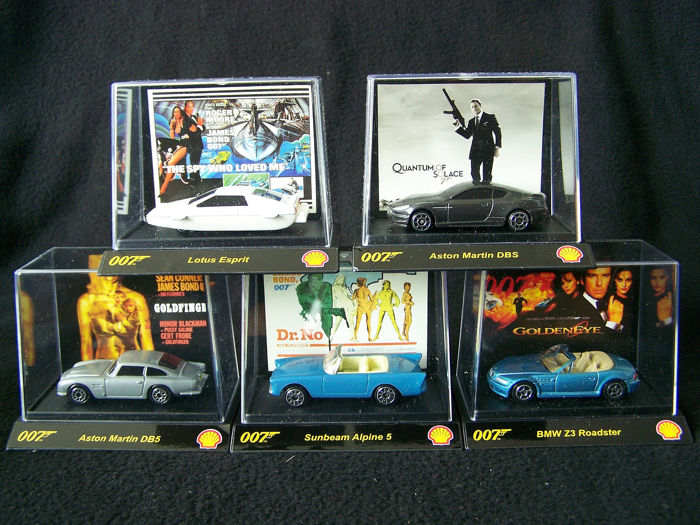 TIC TOC - 1:64 - Kavel met 5 modBMW Z3 Roadster, Aston Martin DB5, Lotus Esprit, Sunbeam Alpine 5 en Aston Martin DBS - 007 James Bond Cars in Window Box