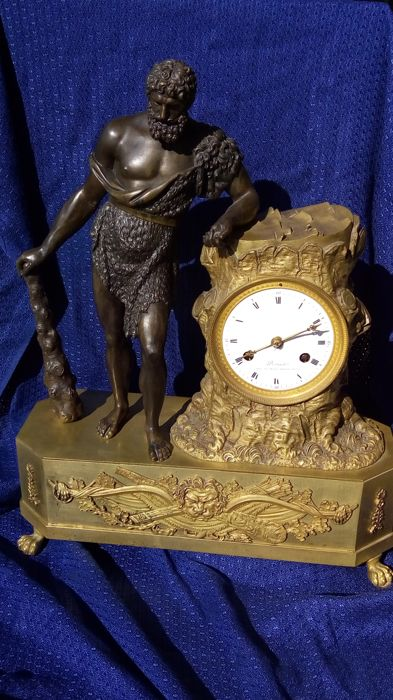 Tabletop clock - Bronze - Early 19th century