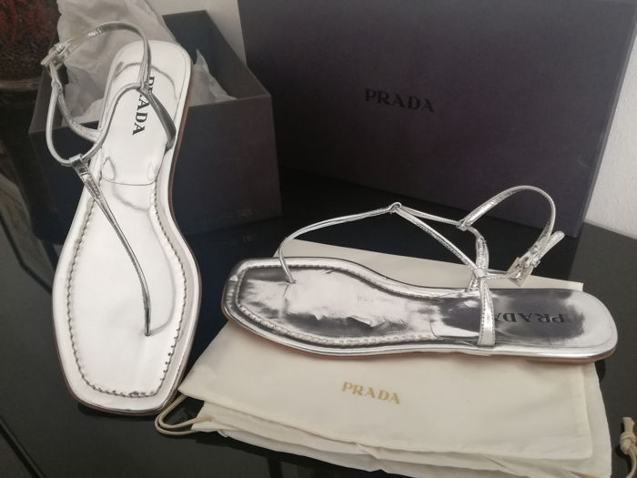 Prada - it 38,5 sandalo modello a T Sandalen - Maat: IT 38.5