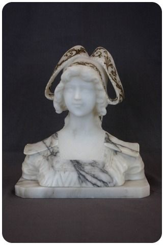 Detailed bust of young lady - Victorian - Marble - Second half 19th century