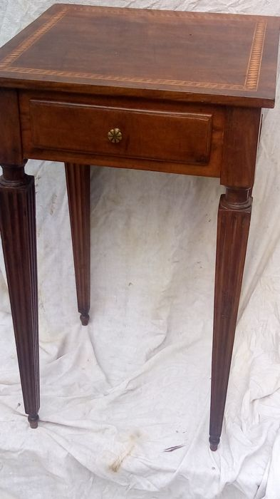Side table - Walnut - Late 18th century