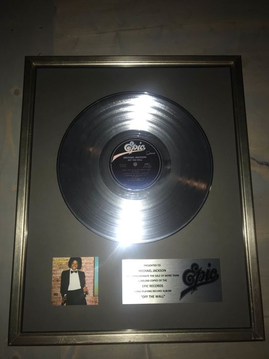 "Michael Jackson - ""Off The Wall"" LP Official In-House Award Platinum Record Award Epic Records Presented To MJ - Official In-House award - 1979/1979"