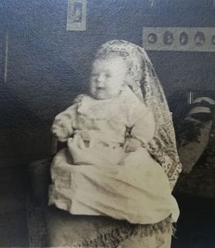 Victorian unknown Photographers  - Hidden mothers