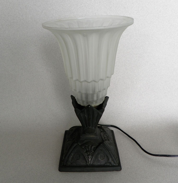 Art Deco tulp frosted lamp