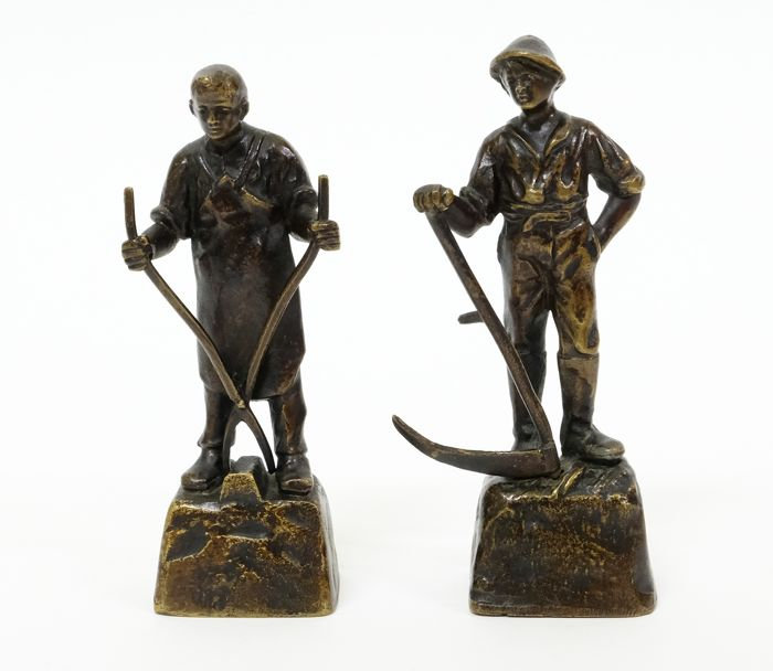 In the manner of Dalou - 2 statues of a farmer and blacksmith  - Brons - Begin 20e eeuw