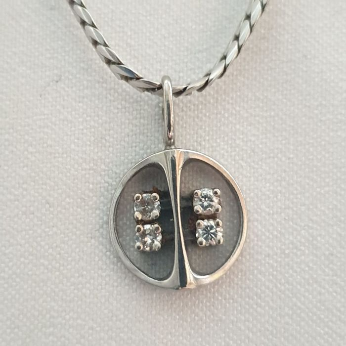 8 kt white gold necklace, diamond