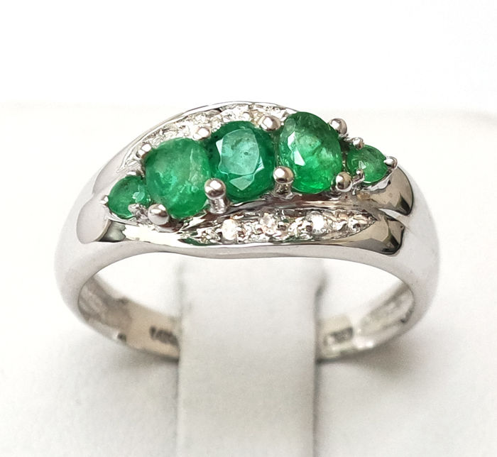 14 kt. White gold - Ring - 0.72 ct Emerald - Diamond