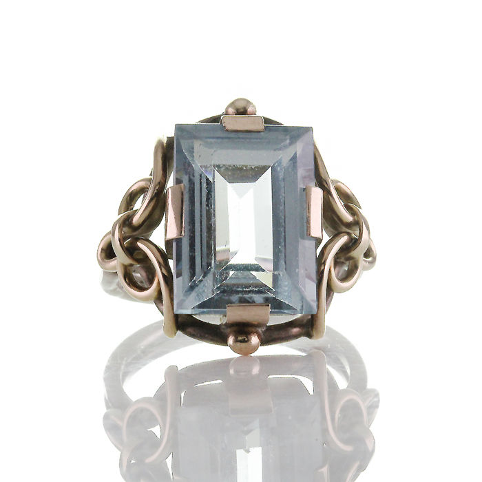 14 kt gold, silver ring - 9.12 ct, synthetic Verneuil spinel in step cut