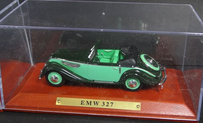 DDR Auto kollektion - 1:43 - Emw - 6 models from East Germany on cherry wood base and copper plate