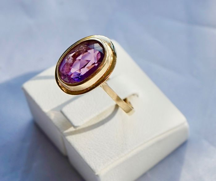 18 kt. Yellow gold - Ring - 7.00 ct Sapphire
