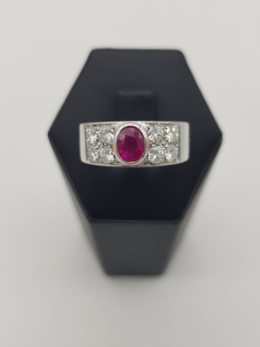18 karaat Witgoud - Ring - 1.50 ct Robijn - Diamanten