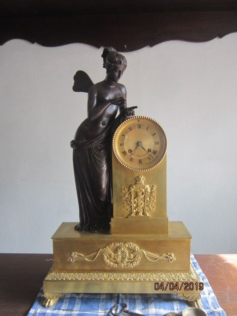 Mantel clock - Gilt bronze - 19th century