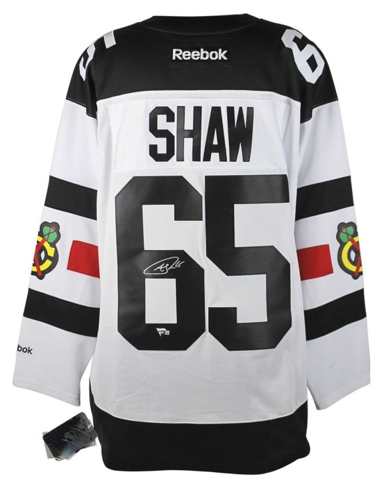 the latest 2a631 a3fc8 Chicago Blackhawks - NHL Ice Hockey - Andrew Shaw #65 Signed ...