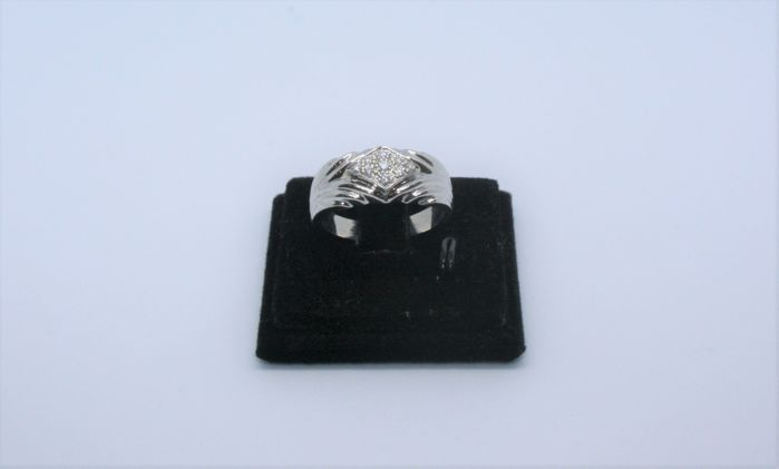 N/A - 19,2 kt. White gold - Ring - Diamonds