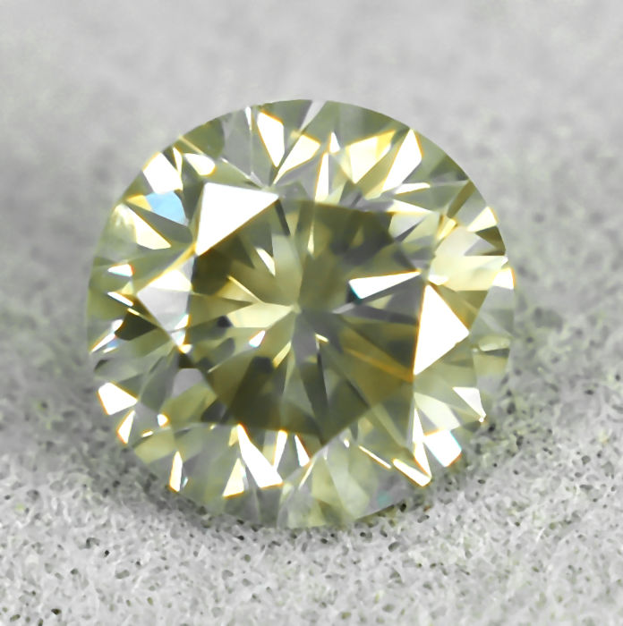 Diamond - 0.62 ct - Μπριγιάν - Light Grayish Brown - SI2