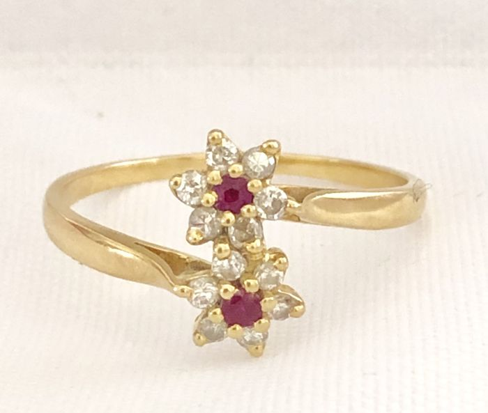 18 kt. Yellow gold - Ring - 0.30 ct Ruby - Natural diamonds 0.25 cts