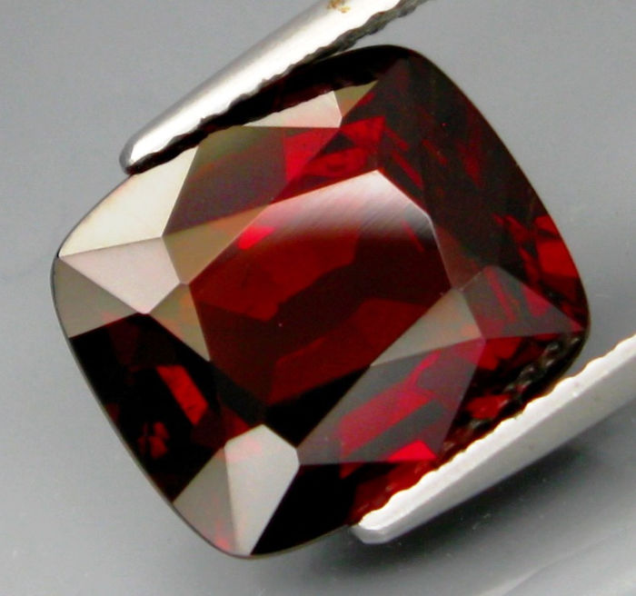 Espartano Granate - 7.17 ct