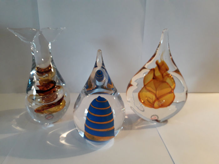 "Ozzaro Collection  - 2 glasdruppels + 1 paperweight ""Vin"" - Boheems kristal"