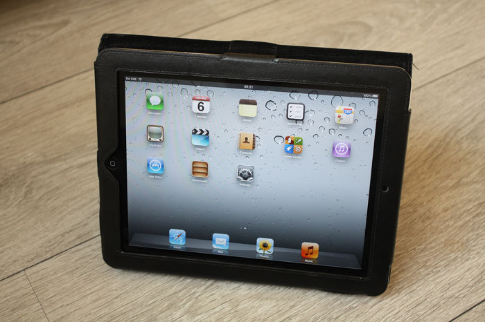 Apple iPad (WiFi & 3G, 64GB) - model A1337 - With original charger & sturdy leather cover