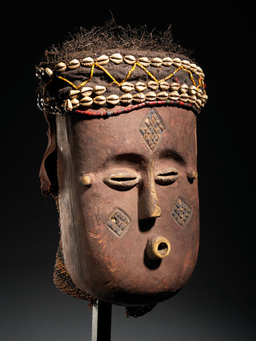 Mask - Cowry, Glass beads, Wood - Ngaadi Mwaash - Kuba - Congo DRC