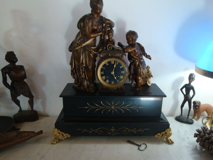 Clock - Patinated bronze - 19th century