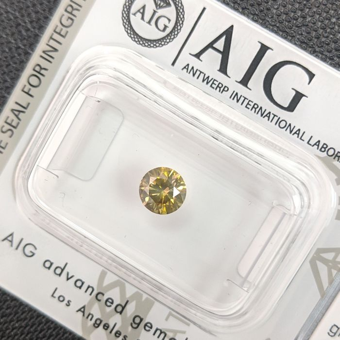 Diamond - 0.46 ct - Brilliant - Fancy Vivid Brownish Yellow Green - No Reserve Price, SI1