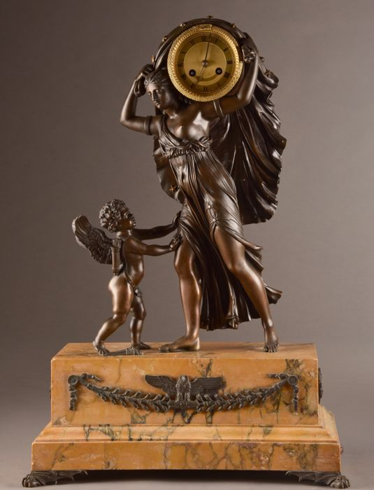 "Grote Franse pendule met ""Nyx""  godin van de nacht - Bronze (gilt/silvered/patinated/cold painted), Marble - mid 19th century"