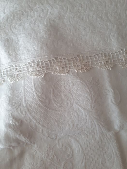 Beautiful cotton piqué bedspread