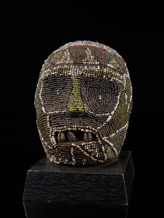 "Beaded Ceremonial Head ""Adwonzen"" - Glass beads, Hout - Graslandmensen - Kameroen"