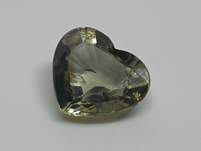 Yellowish green changing to gray-purple Alexandrite - 1.23 ct