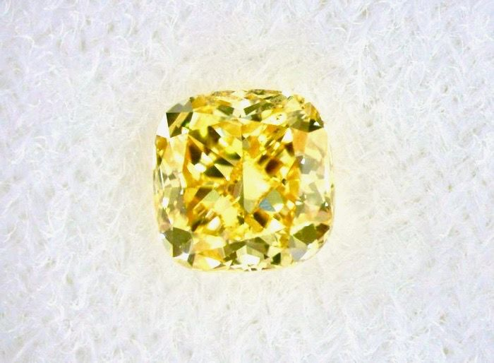 1 pcs Diamant - 0.43 ct - Cushion - fancy vivid yellow - SI1