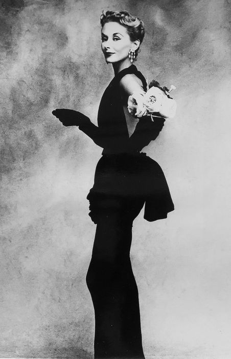 Irving Penn (1917-2009) / MoMA - Woman with Roses, 1950