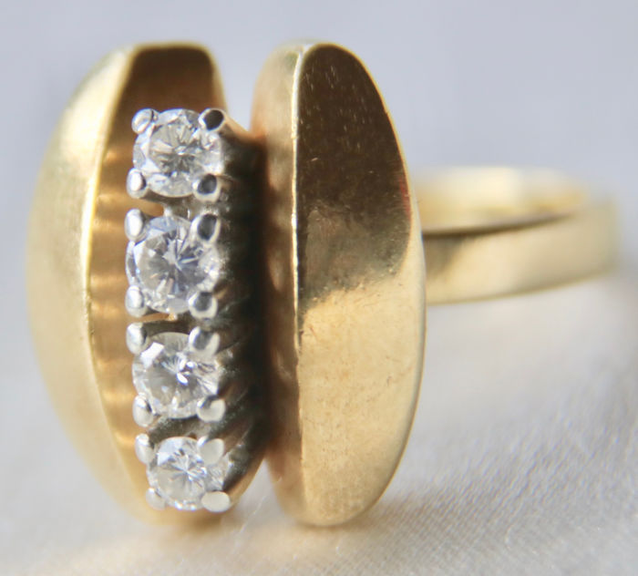 "Maker's sign ""VV"" - 14 kt. Yellow gold - Ring - 0.32 ct Diamond"