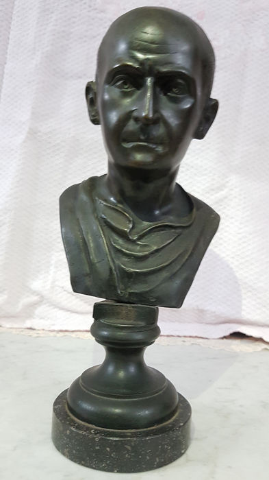 Bust, male sculpture, without distinction signed (1) - Bronze - First half 20th century