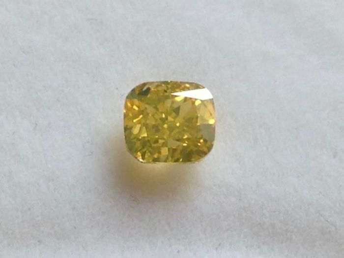 Diamant - 0.91 ct - Kissen modifiziert Brilliant - Fancy Deep gelb - SI1