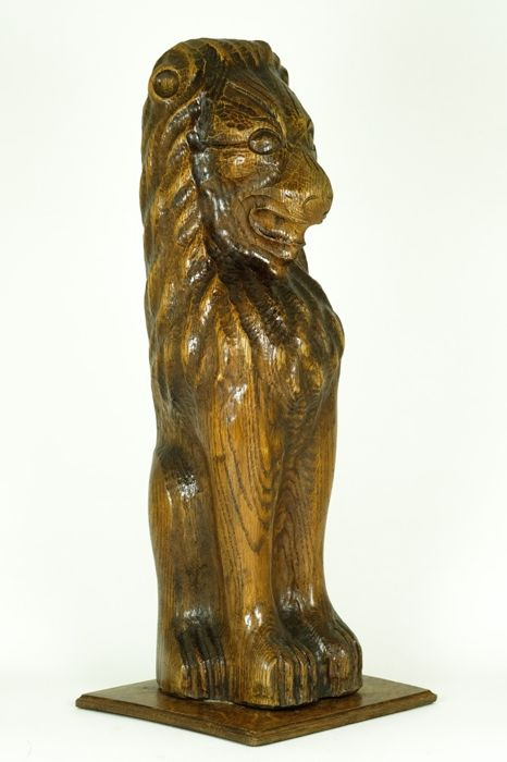 Large sculpture of a sitting lion in a pedestal - 117 cm - Wood - First half 20th century