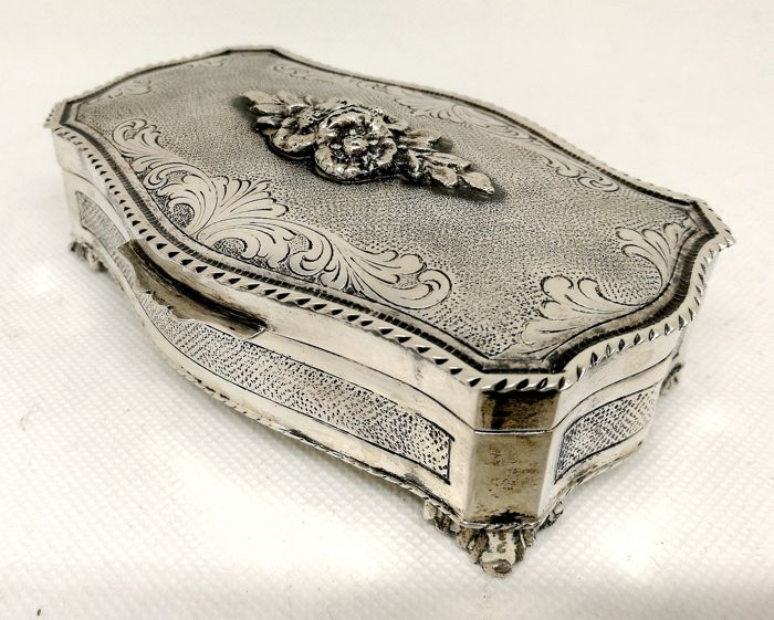 Elegant Jewelry Box Engraved Totally By Hand 800 Silver Italy First Half 20th Century Catawiki