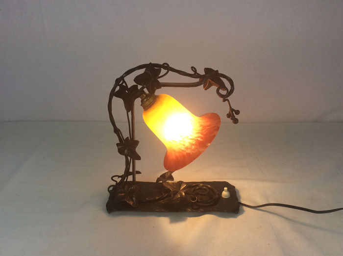 AttributedLouis Van Boeckel - Wrought iron Art Deco table lamp with coloured glass paste for sale