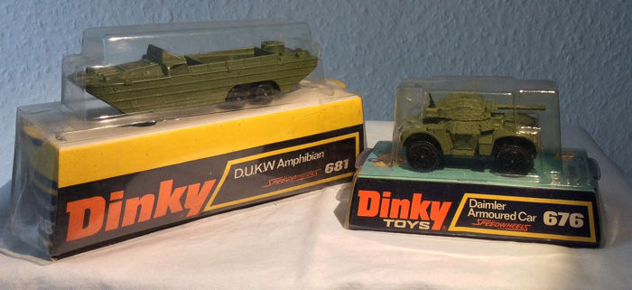 Dinky Toys - 1:43 - Lot with 2x Dinky Toys military vehicles in M/B- # 676 + 681-Daimler for sale