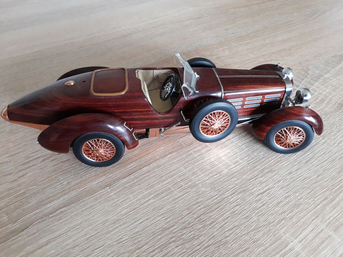 Franklin Mint - 1:24 - 1924 Hispano-Suiza Tulipwood