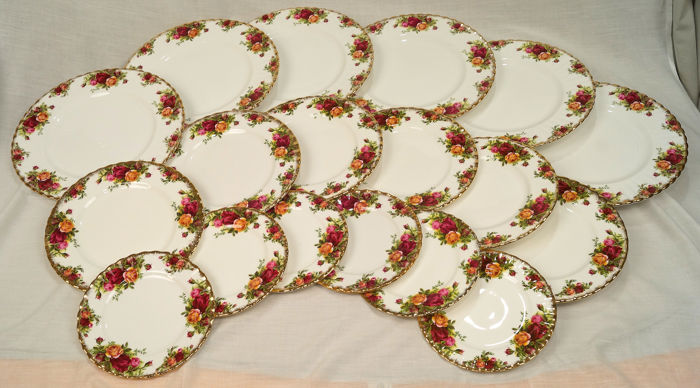Old Country Roses  - Royal Albert  - Dinner set 6 plates ø cm. 26.5 / 6 ø cm 21/6 ø cm 16 (18) - Porcelain